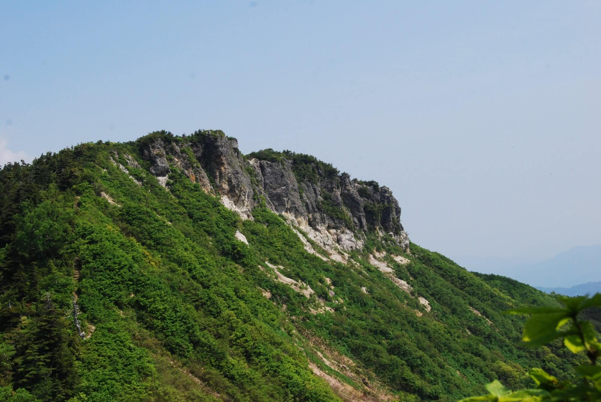 ツツジ咲く三方岩ハイキング